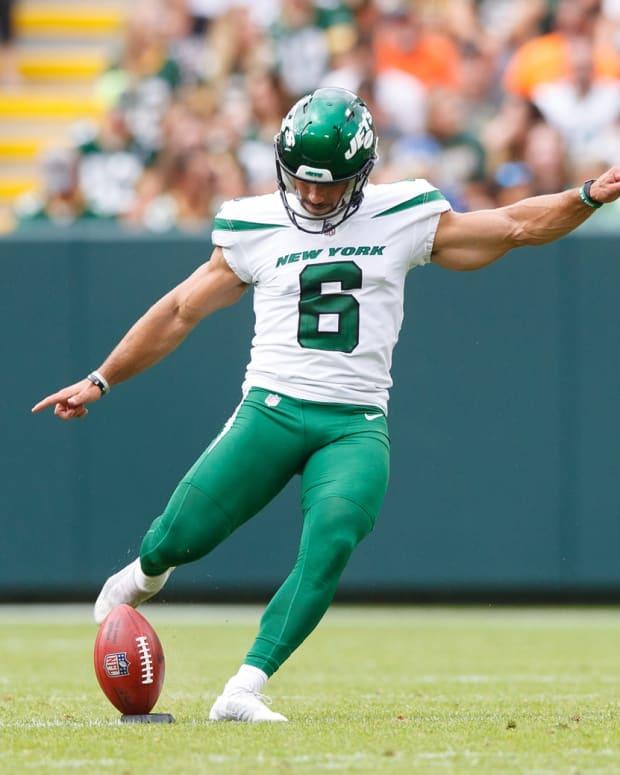 Jets kicker Matt Ammendola kicking