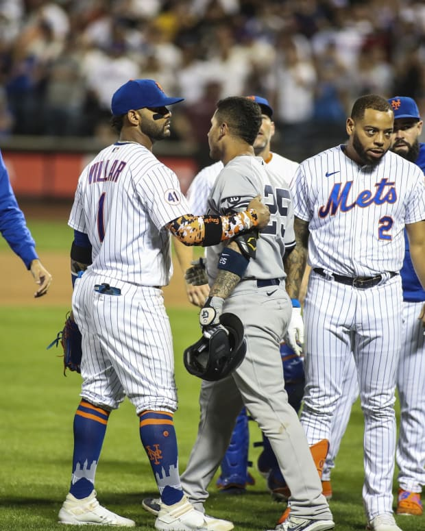 Yankees and Mets benches clear in Subway Series