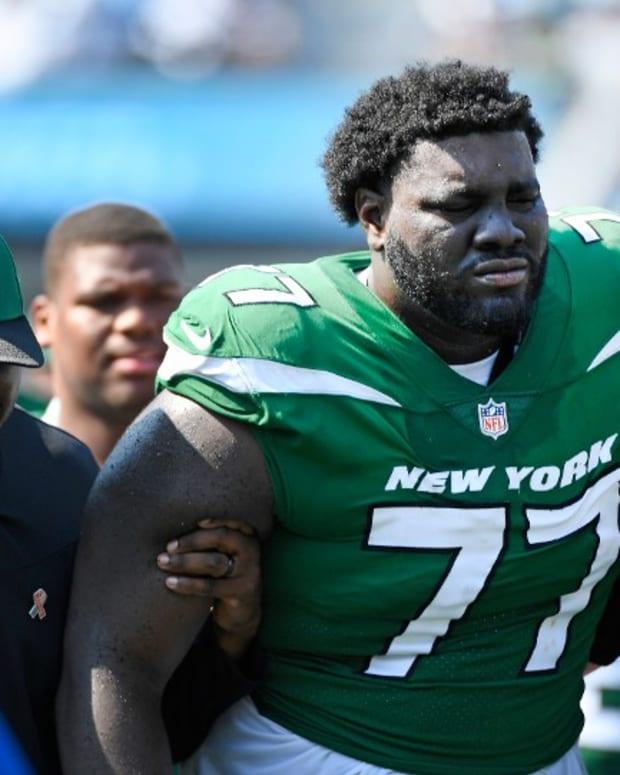 Jets LT Mekhi Becton suffers knee injury
