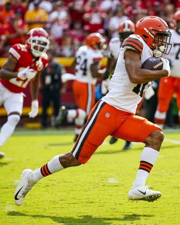 Sep 12, 2021; Kansas City, Missouri, USA; Cleveland Browns wide receiver Anthony Schwartz (10) runs against the Kansas City Chiefs during the first half at GEHA Field at Arrowhead Stadium. Mandatory Credit: Jay Biggerstaff-USA TODAY Sports
