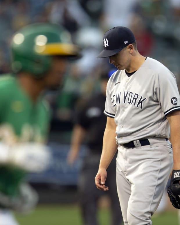 Yankees RP Chad Green puts head down after home run