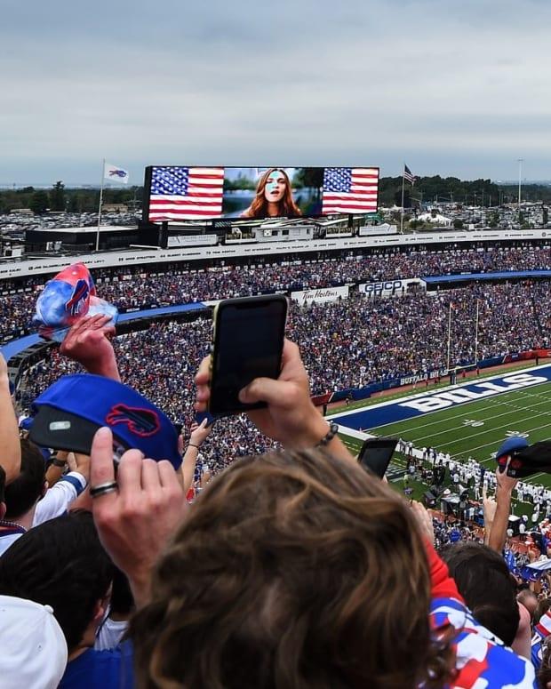 Highmark Stadium fans cheer at Buffalo Bills' 2021 season opener.