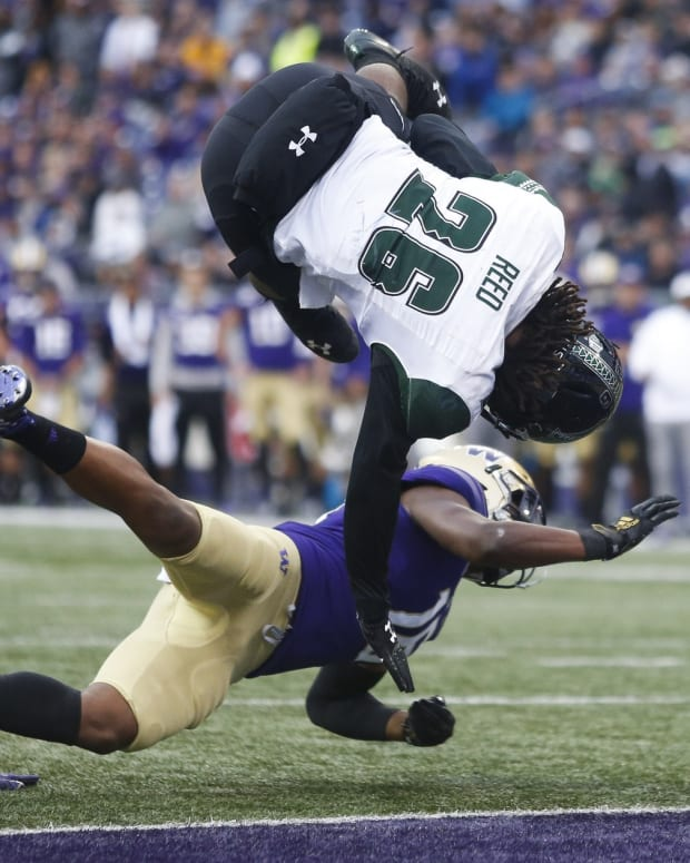 Cam Williams try to keep a Hawaii ball carrier from scoring.