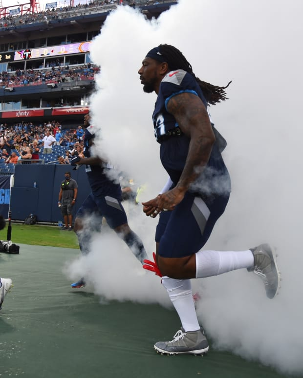 Tennessee Titans outside linebacker Bud Dupree (48) takes the field before the game against the Chicago Bears at Nissan Stadium.