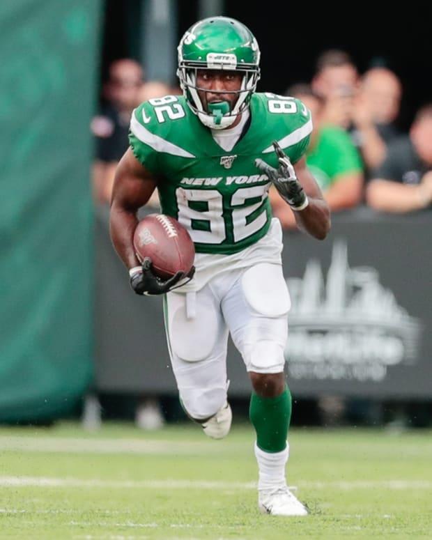 Jets WR Jamison Crowder runs after catch