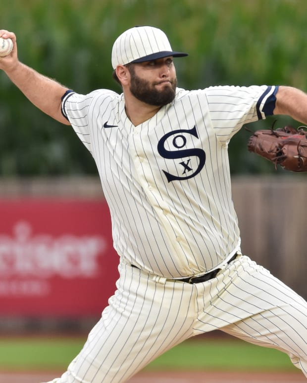 Aug 12, 2021; Dyersville, Iowa, USA; Chicago White Sox starting pitcher Lance Lynn (33) throws against the New York Yankees during the first inning at Field of Dreams.