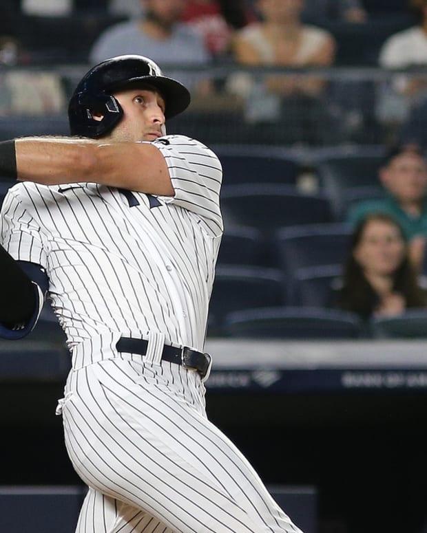 Yankees OF Joey Gallo hitting home run