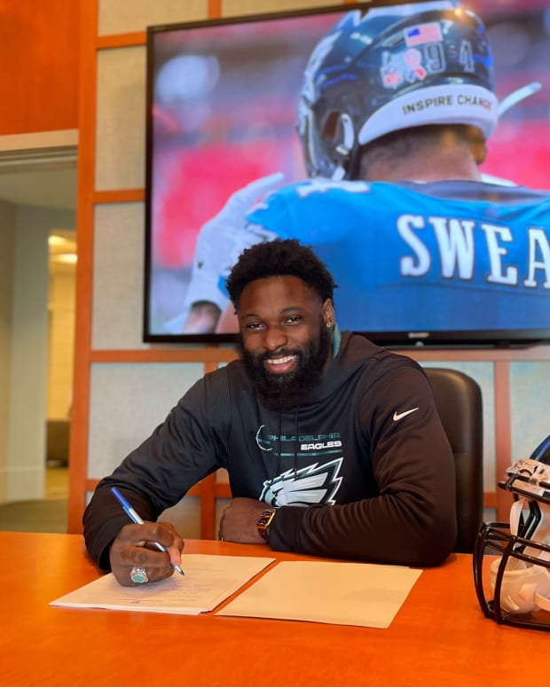 Eagles DE Josh Sweat signed a 3-year contract extension on Sept. 18, 2021