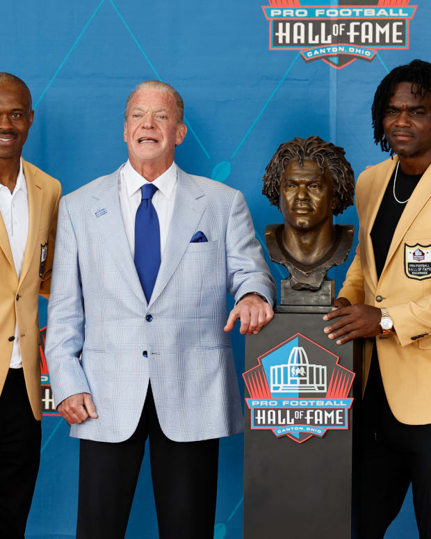 Aug 7, 2021; Canton, Ohio, USA; Tony Dungy, left to right, Marvin Harrison, Jim Irsay, Edgerrin James, and Peyton Manning pose with a bust of James during the induction ceremony at the Pro Football Hall of Fame.