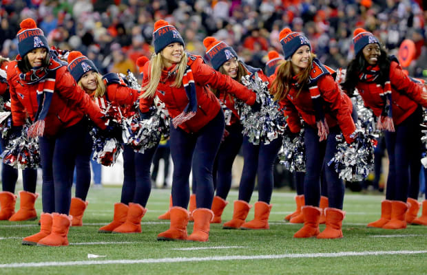 New-England-Patriots-cheerleaders-AP_298681882987.jpg