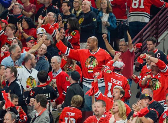 2014-Charles-Barkley-Blackhawks-fans.jpg