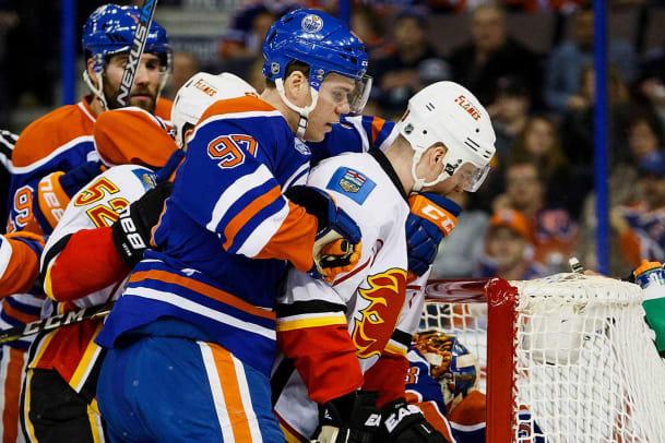 Oilers-Connor-McDavid-Flames-Matt-Stajan.jpg