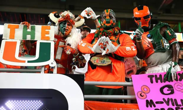 Miami-Hurricanes-fans-U_Miami_Superfans-ZYP_1443.jpg