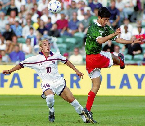 1999-1120-Landon-Donovan-Julio-Bracamontes-GettyImages-57535798.jpg