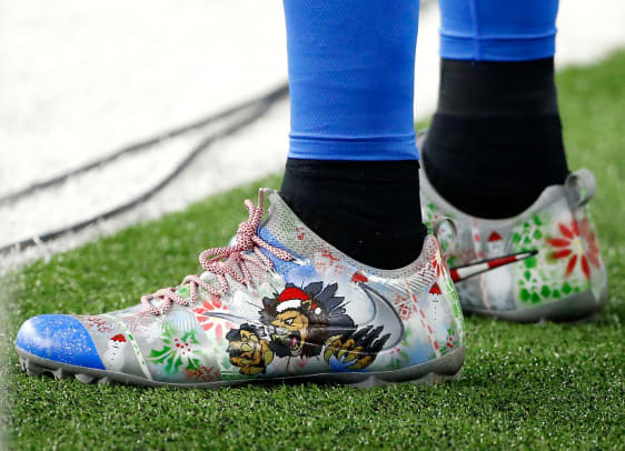 2016-1226-Eric-Ebron-cleats.jpg