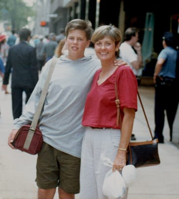 1986-Tom-Brady-mom-Galynn-001250602.jpg