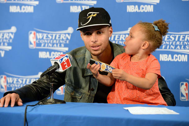 2015-0527-Stephen-Curry-daughter-Riley_0.jpg
