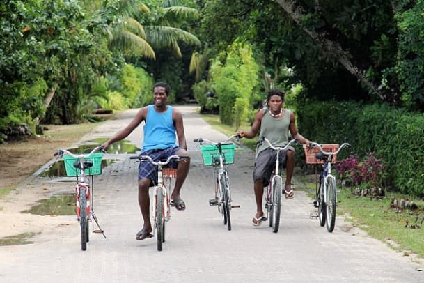 seychelles-island-2011-bicyclists.jpg