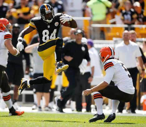 Antonio-Brown-kick-3.jpg