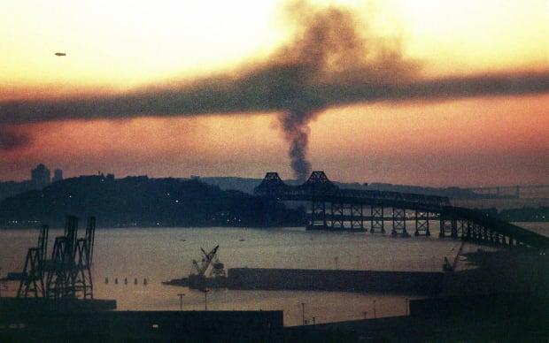 1989-1017-Bay-Bridge-smoke.jpg