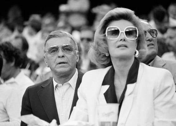 1985-Frank-Sinatra-Barbara-Marx.jpg