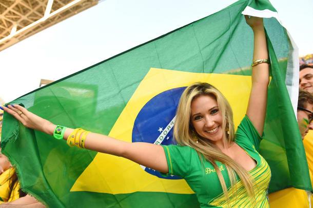 brazil-female-fan(2).jpg