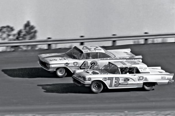 1959-Daytona-500-Lee-Petty-Johnny-Beauchamp.jpg