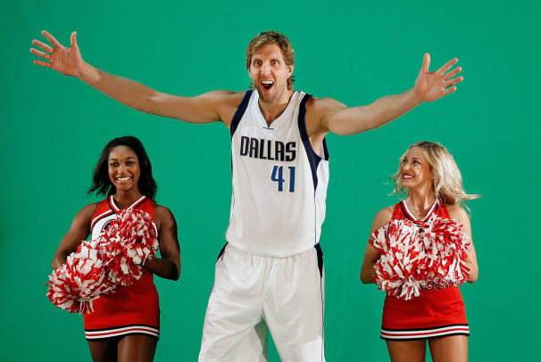 Dallas-Mavericks-Dirk-Nowitzki-cheerleaders.jpg