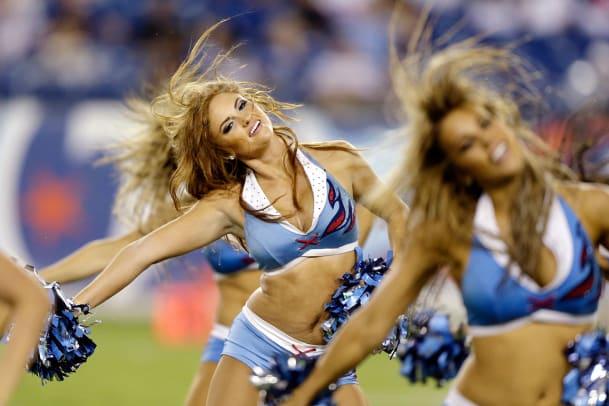 Tennessee-Titans-cheerleaders-AP207594587982_12.jpg