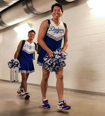 2016-Kenta-Maeda-Los-Angeles-Dodgers-rookie-hazing.jpg