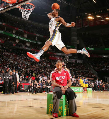 130218141856-dunk-contest-single-image-cut.jpg