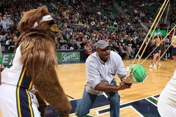 2014-Karl-Malone-Utah-mascot-Jazz-Bear.jpg