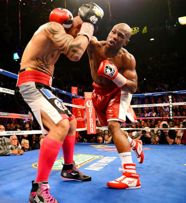 Mayweather defeats Cotto