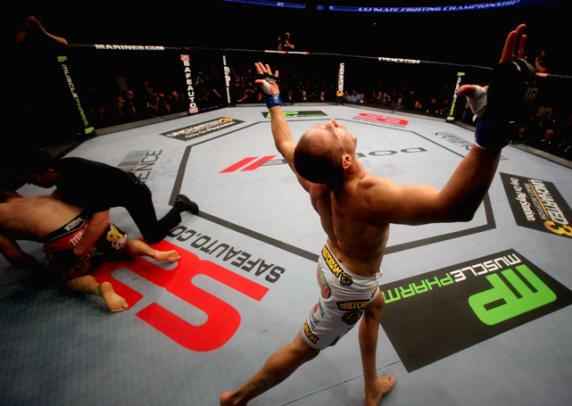 Heavyweight: Junior dos Santos