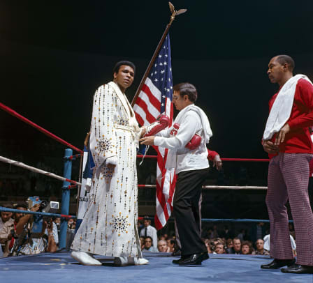 1973-Muhammad-Ali-Elvis-Presley-robe-014473425.jpg