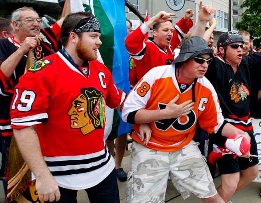 blackhawks-flyers-fans.jpg