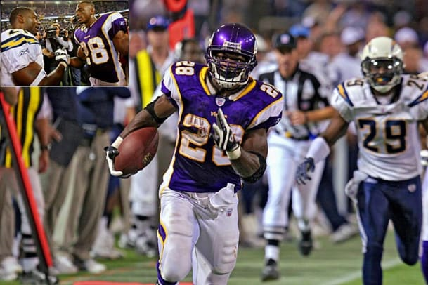 Adrian Peterson sets single-game rushing record