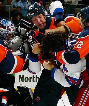 Islanders deal Chris Simon to Wild