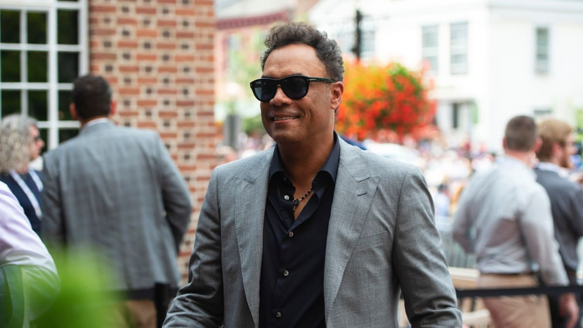 Roberto Alomar's Contract Terminated by MLB After Sexual Misconduct Investigation