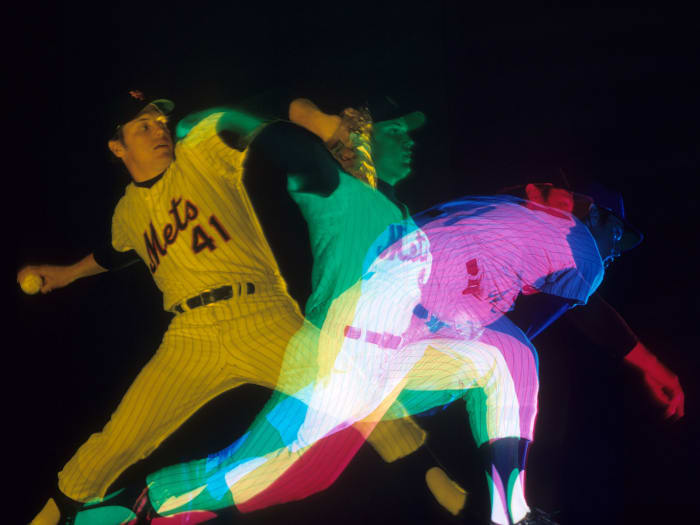 tom-seaver-pitching
