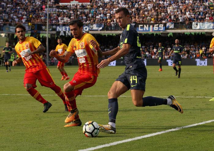 Marcelo Brozovic - Marcelo Brozovic Photos - Benevento ...  |Benevento- Inter