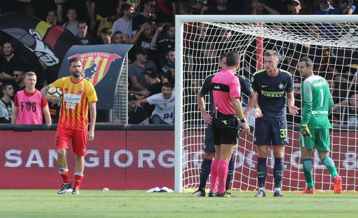 Benevento 1, Inter Milan 2: Inter goes above Juve into ...  |Benevento- Inter
