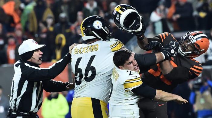 Browns' Myles Garrett Ejected After Striking Mason Rudolph With Steelers QB's Helmet