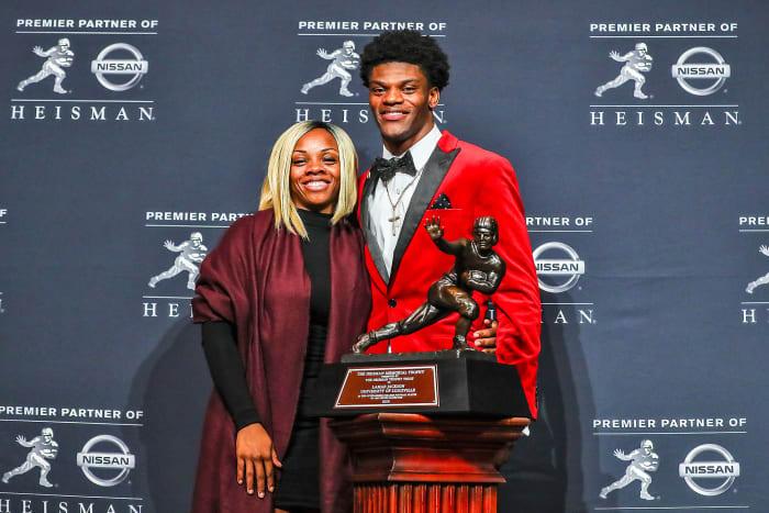 Lamar Jackson and his mom, Felicia Jones, at the Heisman Trophy ceremony
