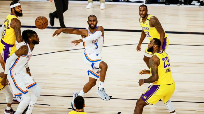 Chris Paul passes against the Lakers