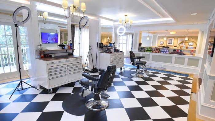 nba-barbershop-bubble-inside