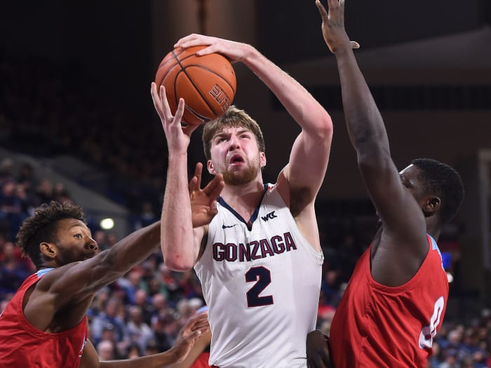 Gonzaga's Drew Timme shoots during a February 2020 game