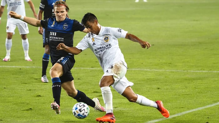 Efraín Álvarez could play for the United States or Mexico