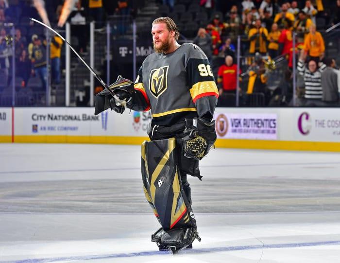 Lehner, qui a fait face à des dépendances à l'alcool et aux somnifères tout en traitant son trouble bipolaire I, dit que le hockey est généralement son