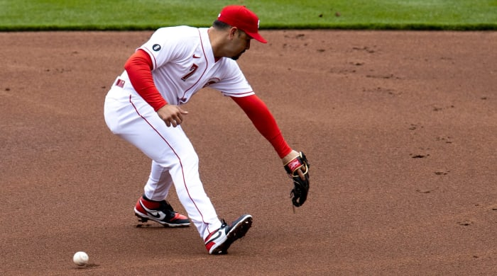 Eugenio Suarez makes an error at shortstop on Opening Day
